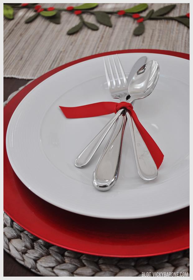 Simple Christmas Table Setting